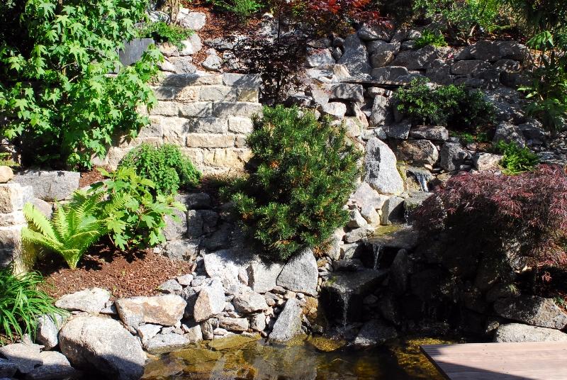 emejing steingarten mit wasserlauf ideas - unintendedfarms, Terrassen ideen