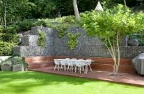 Hanggarten mit Gabionen gestaltet